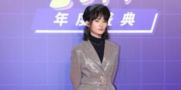 张钰琪获年度最具潜力新人 胡海泉夸其才华横溢