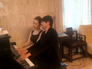 郎朗吉娜四手联弹献钢琴曲 比心为抗疫加油