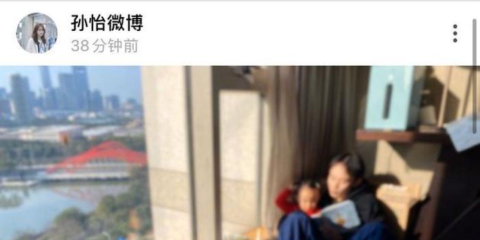 孙怡绿洲晒家庭日常 董子健陪女儿念故事书超有爱
