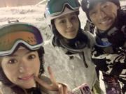 林峰耐心教张馨月滑雪 两人亲密合影很甜蜜