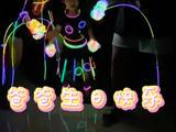 章子怡带孩子跳舞为汪峰庆生 满身荧光棒很是用心