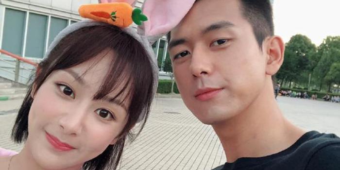 李现发文为杨紫庆27岁生日 晒自拍合照关系很要好