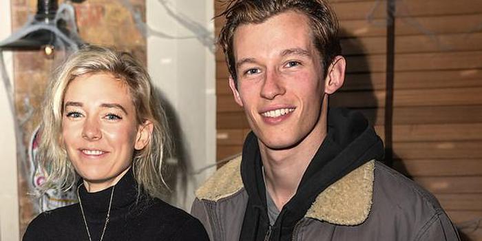 外媒曝凡妮莎和卡勒姆于去年分手 因事业关系疏远