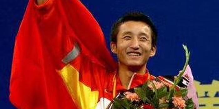邹市明晒夺冠旧照 14年前成中国首个拳击世界冠军