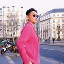 黃宗澤亮相巴黎街頭惹轟動 騷粉色西裝搶鏡悅目