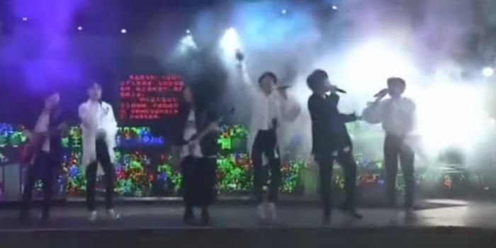五月天助陣TFBOYS六周年演唱會 合唱《戀愛ing》