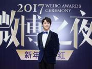 组图:张海宇受邀出席微博之夜 优雅自信彰显不凡绅士品格