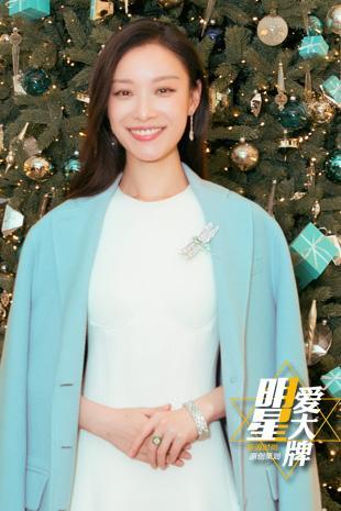 明星爱大牌:倪妮示范冬季优雅搭配 白色长裙气场足