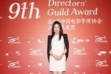 赵薇亮相中国电影导演协会奖提名晚宴红毯 撞色短裙简约干练