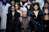 超模Anna Cleverland压轴上海时装周闭幕大秀