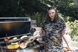 米兰达可儿挺9月孕肚出镜 展现豪宅内的日常