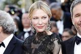 凯特-布兰切特为什么在戛纳开幕红毯上穿旧裙?