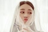 张馨予何捷大婚 新娘身穿浪漫蕾丝婚纱幸福满溢