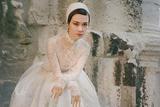 李宇春VOGUE十月刊封面大片 白色蕾丝裙帅气与柔美并存