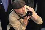 贝家大公子布鲁克林变身摄影大哥 伦敦时装周相机不离手