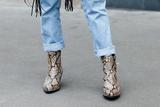 这双蛇纹短靴才是今年秋冬必入的