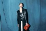 奚梦瑶亮相巴黎时装周Givenchy秀场硬朗黑白配时髦超模范儿