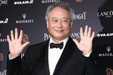 第55届金马奖红毯:执委会主席李安热情挥手致意