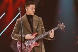 寸头是检验帅哥的唯一标准 陈伟霆寸头玩吉他帅出新高度