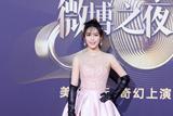 2018微博之夜红毯辣评:韩丹彤粉嫩裙装上演暗黑萝莉