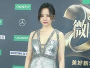 2018微博之夜红毯辣评:张靓颖金属色长裙做最靓的星