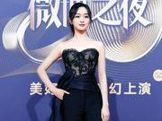 2018微博之夜红毯辣评:何泓姗穿裤装变气场女王