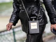 Karl Lagerfeld去世 生前鬼才设计包包让你过目不忘
