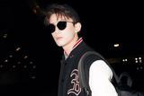 吴磊启程米兰时装周 黑白撞色造型青春洋溢