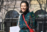 米兰时装周超模街拍 刘雯比V超乖巧油头凯雅A出新高度