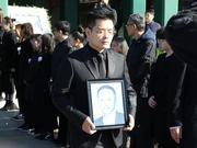 时尚集团创始人刘江先生遗体告别:家属举遗像面容沉痛