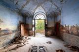 走进失落的废弃建筑 却意外发现其壁画的美