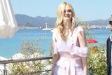 最少女的戛纳评委 艾丽-范宁粉紫色礼服清丽又浪漫