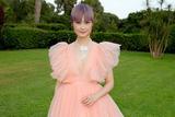李宇春亮相活动 粉色纱裙秒变甜美公主范儿