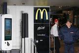 Vetements把2020春夏男装秀场搬进香街的麦当劳餐厅