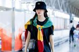 宝藏女孩宋妍霏机场街拍 新一波穿搭学起来