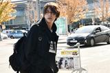 陈坤抵达伦敦时装周 全黑造型变身行走的衣架