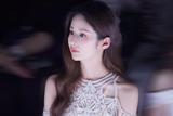 颖儿助阵上海时装周 白色轻纱礼服仙气飘飘