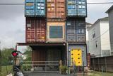 外国小哥用11个集装箱建造了232平米的梦想之屋