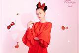 宋祖儿身穿红色连衣裙亮相央视春晚 俏皮又可爱