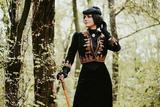 每一天 这位女士都穿着19世纪的服装
