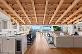 艾薇儿在加州购置了一套海景豪宅