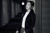 赵薇一身干练打扮出席东京国际电影节评审团记者会