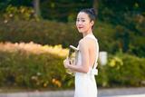 江一燕亮相东京电影节闭幕式 白色礼服简约优雅
