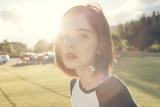 阳光里的甜美微笑 娜扎新西兰街拍青春爆棚