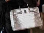 爱马仕回应买包先配货 这样的奢侈品你们有资格买吗