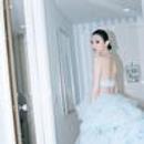 戛纳第五日:奚梦瑶蓝色云朵裙如仙女下凡 何穗大胆穿透视裙