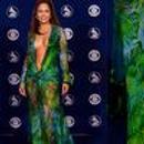 二十年前的经典设计被抄袭 Versace起诉Fashion Nova