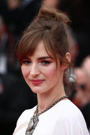 戛纳百分之九十的女星最爱发型是它