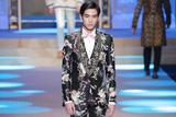 宋威龙为Dolce&Gabbana走秀 天使印花西装魅力值满分