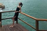 超模何穗海边度假享慵懒时光 穿着清凉秀美腿